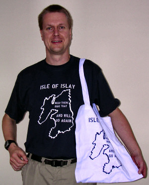 Picture of Armin wearing his t-shirt and carrying the shopping bag