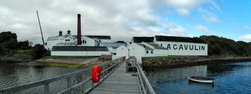 Picture of a panoramic view over Lagavulin distillery
