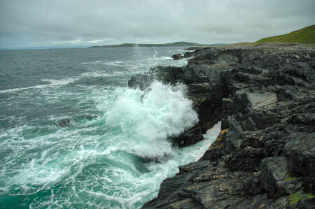 Picture of waves breaking on a rocky shore on the Isle of Islay