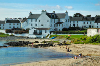 Picture of a hotel (Port Charlotte Hotel on Islay) overlooking a beach