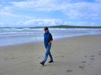 Picture of Imke walking along a beach