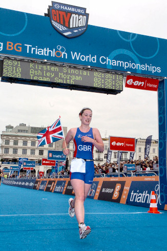 Picture of a triathlete (Mhairi Muir) crossing the finish line at the Hamburg triathlon world championship