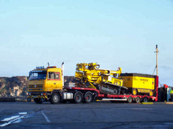 Picture of a low loader lorry with drilling equipment