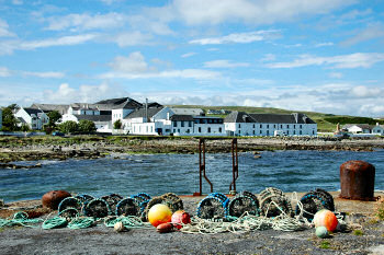 Picture of Bruichladdich distillery on Islay seen from the pier