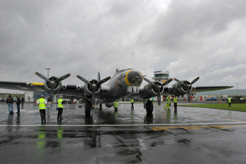 Picture of a Boeing B17 named Liberty Belle