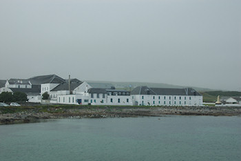 Picture of Bruichladdich distillery on Islay on a hazy day