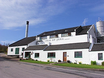 Picture of the white washed buildings for the Isle of Jura distillery