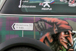 Picture of a roadsign to Bowmore painted on a car