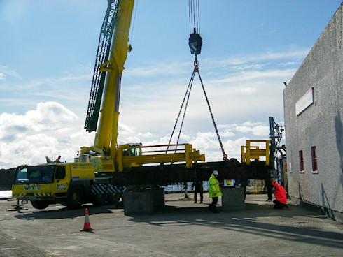 Picture of a large mobile crane lifting a linkspan