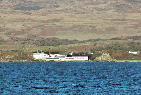 Picture of Lagavulin distillery seen from the sea