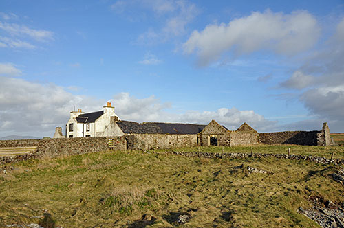 Picture of an old farm with several ruined buildings